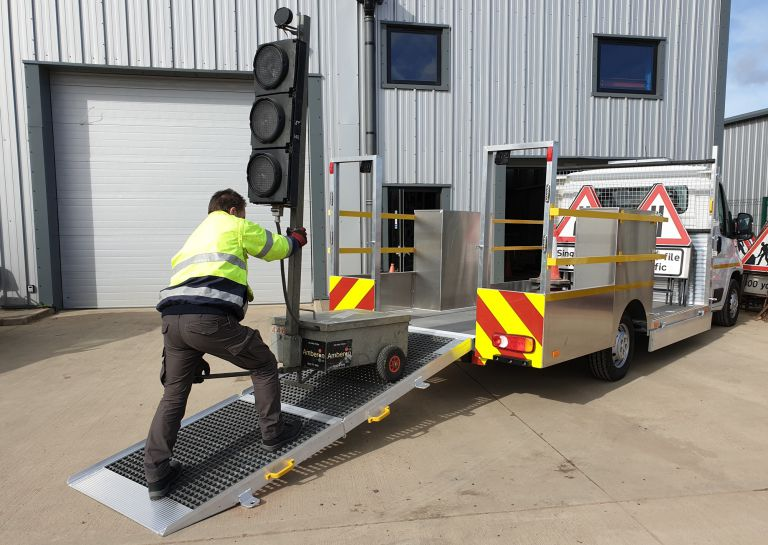 Loading-Traffic-Lights-3-5-ton